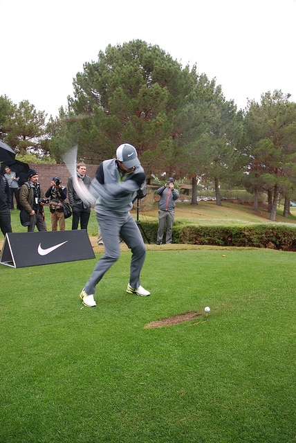 Rory Mcilroy squatting on downswing