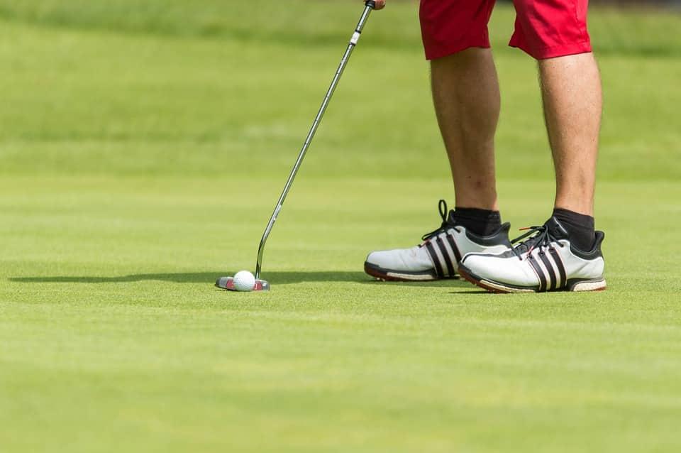 putting in golf